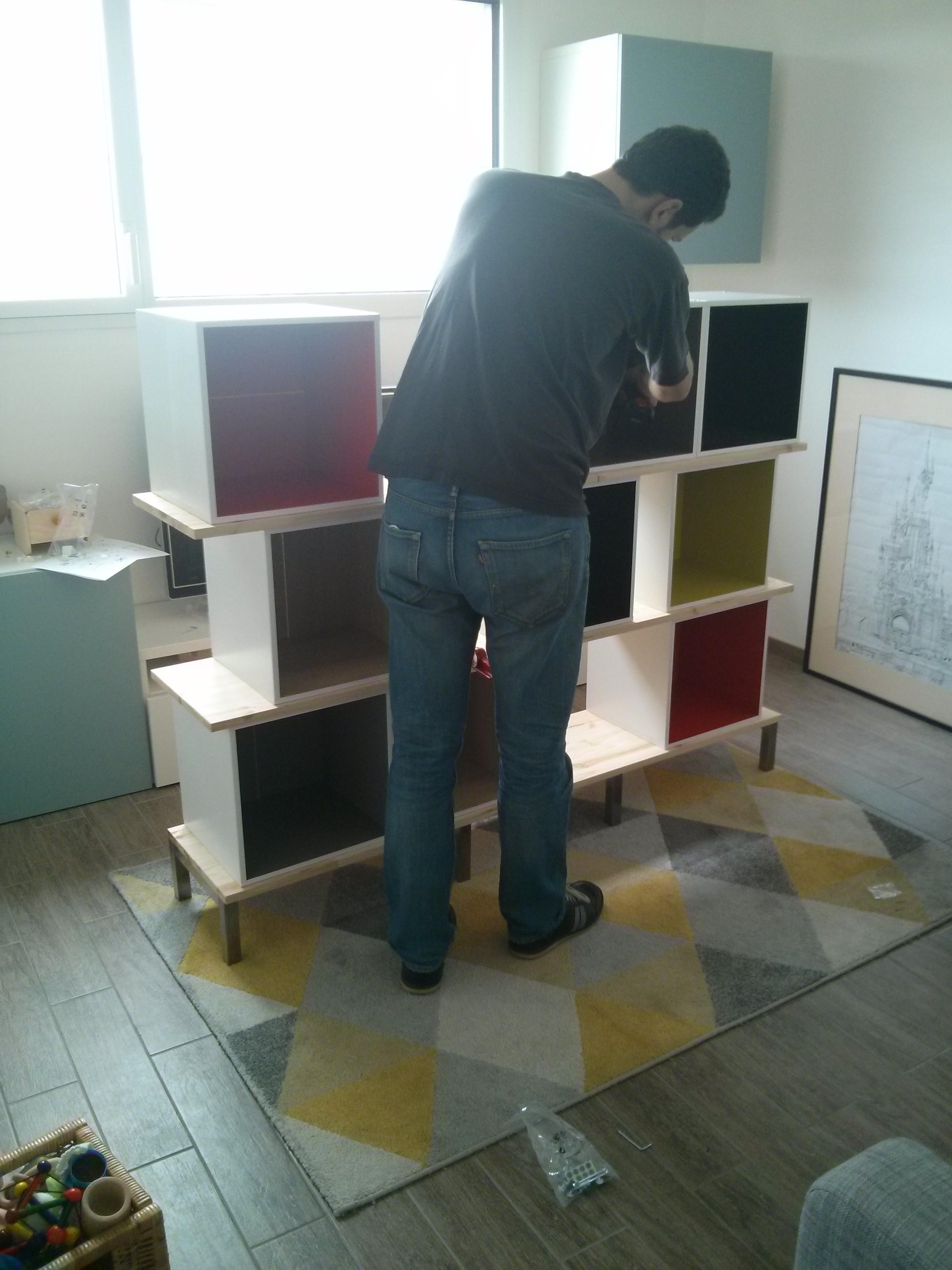 Biblioth que multikaz en cubes multicolore notre maison rt2012 par trecobat - Bibliotheque cube ikea ...