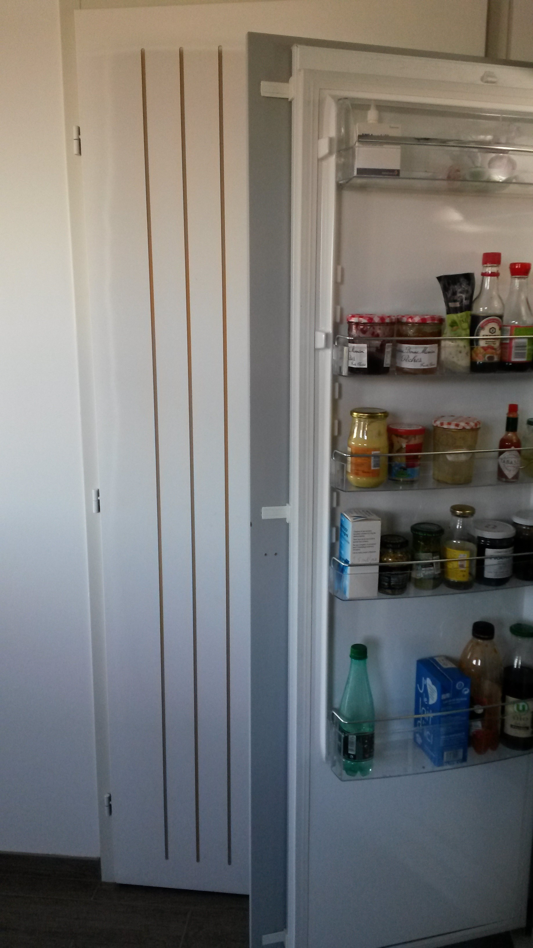 Frigo integrable ou encastrable - Fixation porte frigo encastrable ...