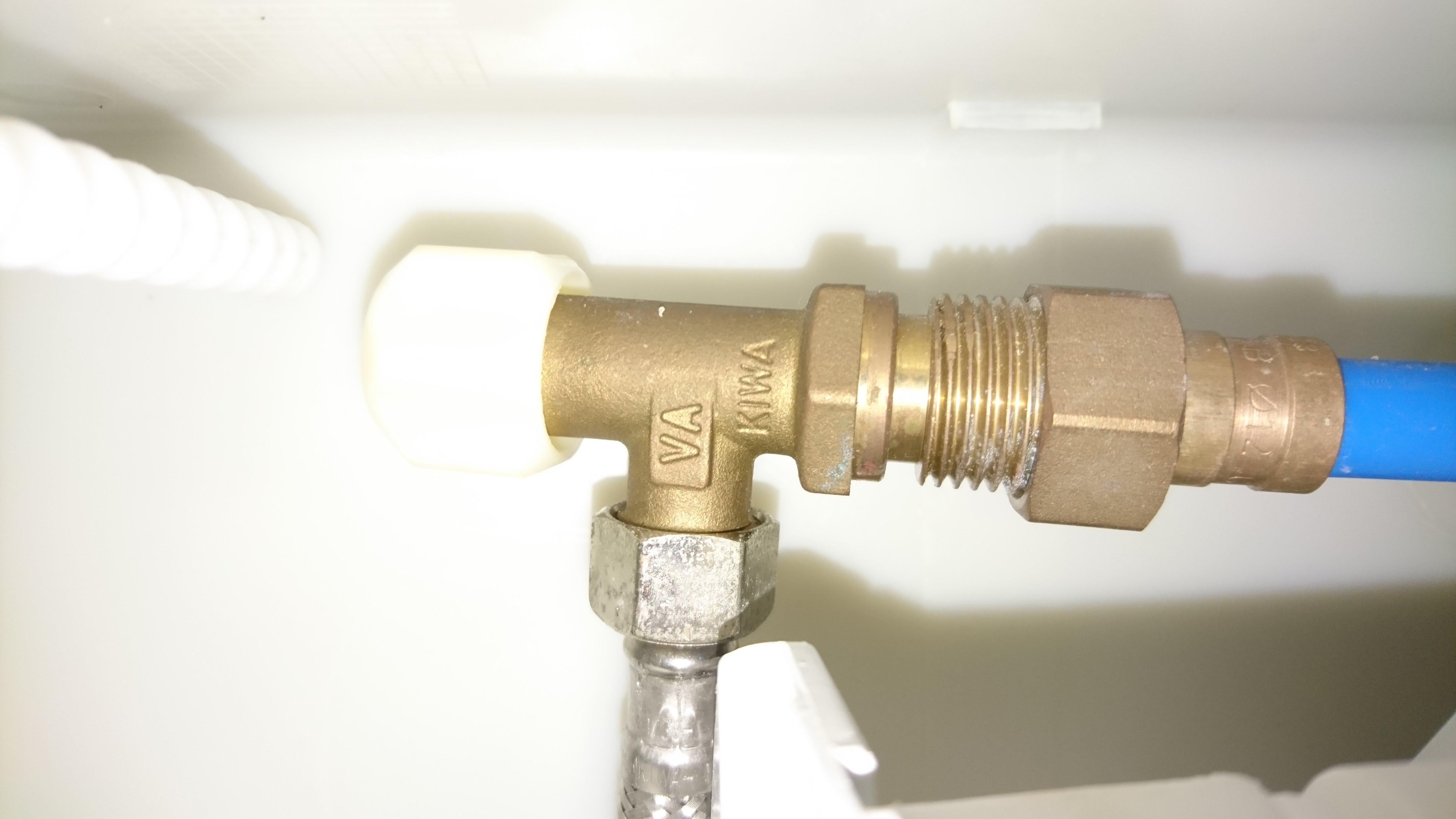 Wc suspendus chasse d 39 eau qui coule notre maison rt2012 par trecobat - Demonter une chasse d eau ...